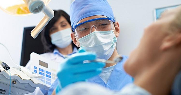 چه زمانی به جراحی دهان نیاز است؟